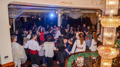 Посрещнахме Новата 2018 г. с много настроение и танци до зори!